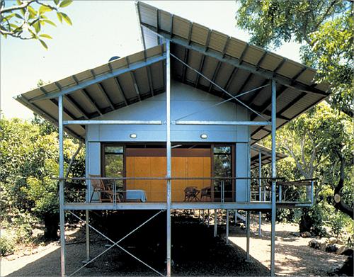 Split Roof Design: Split Skillion Roof, Raised Deck, Steel Frame