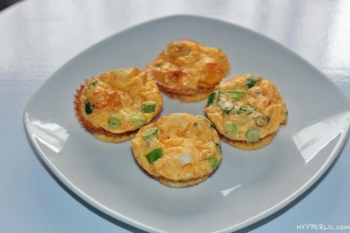 Eine originelle Beilage für Vegetarier, oder als Frühstück, die Rührei Muffins sind so vielfältig wie einfach herzustellen. In nur wenigen Minuten auch für