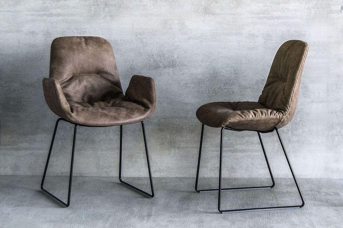 Tonon Step Chair Ein Eleganter Polsterstuhl In Unterschiedlichsten Farben Und Lederarten Online Konfigurierbar Jetzt B Lederstuhle Stuhl Polstern Armlehnen