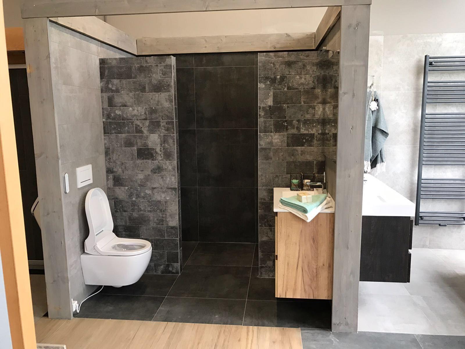 Kleine Badkamer Tegels : Aparte tegel en ontwerp kleine badkamer stobastone