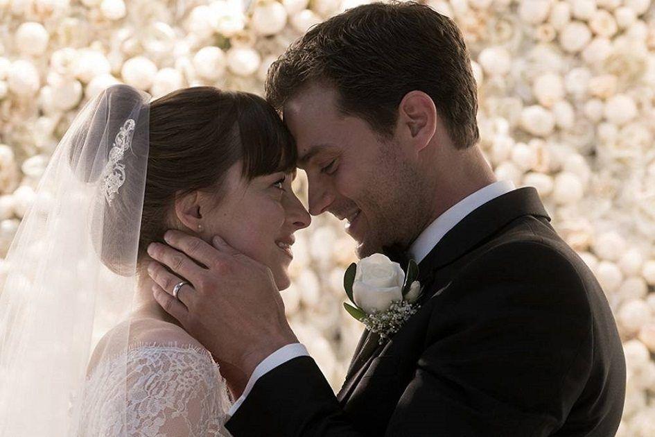 Novas Fotos De 50 Tons De Liberdade Mostra O Amor De Anastasia E