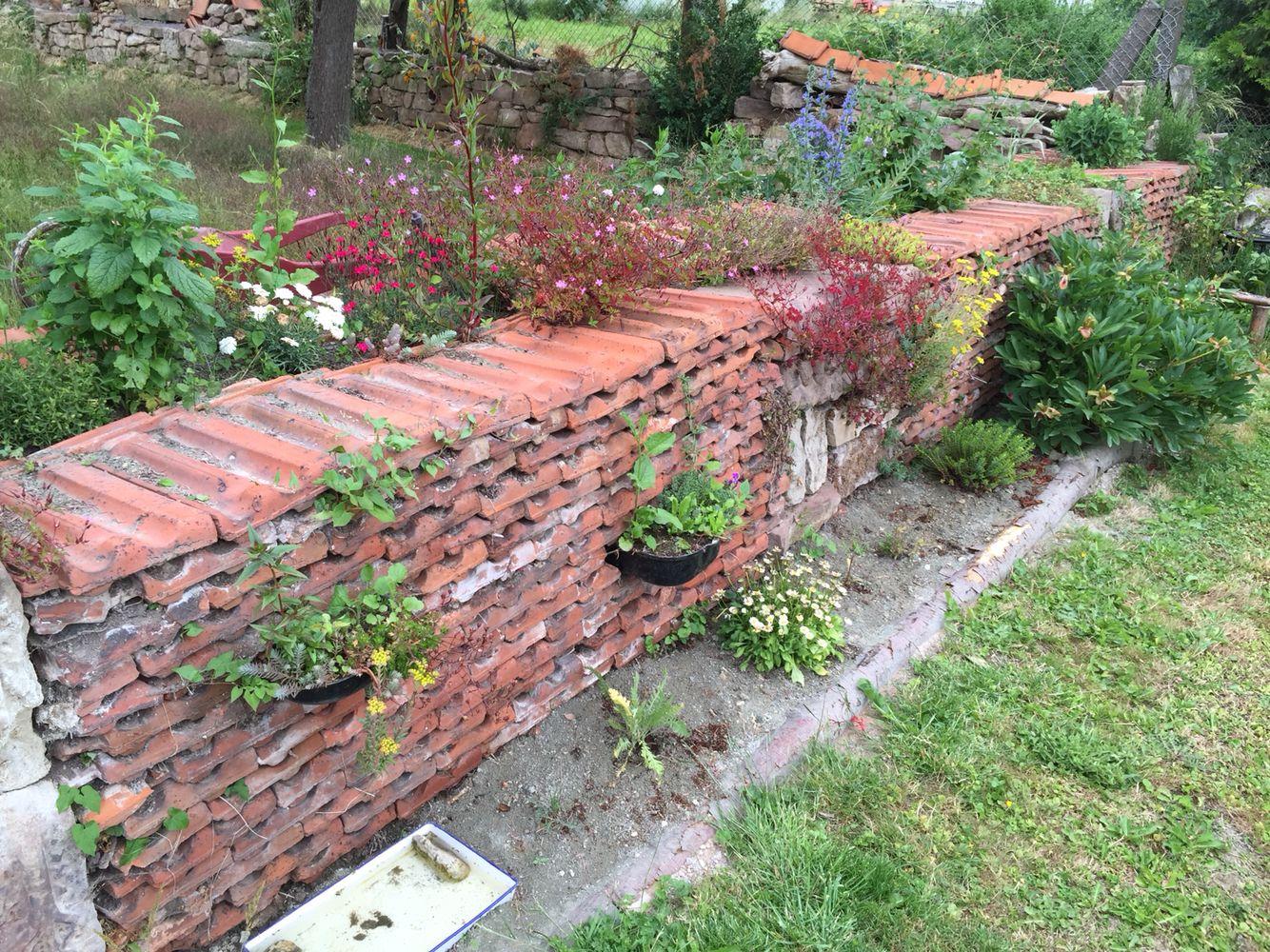 trockenmauer aus den alten ziegeln nach einem jahr | aus unserem, Garten und erstellen