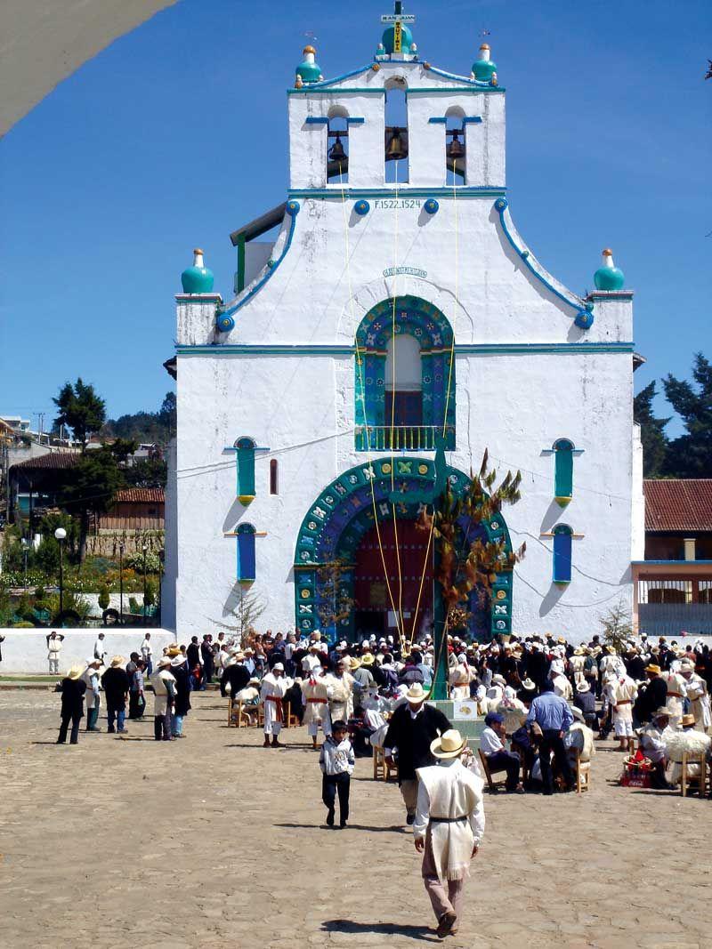Chiapas, San Juan Chamula, Cathedral San Juan Bautista, Day of the dead celebration - Photo by German Murillo-Echavarria 1106