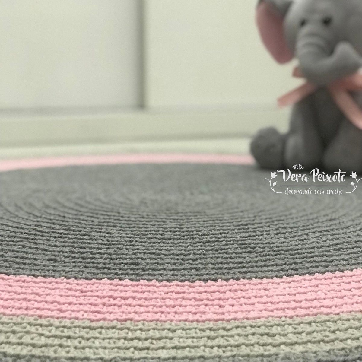 Tapete De Croch Redondo Nas Cores Centro Cinza Faixa Rosa Beb  ~ Tapete De Quarto De Barbante E Quarto Laranja E Marrom
