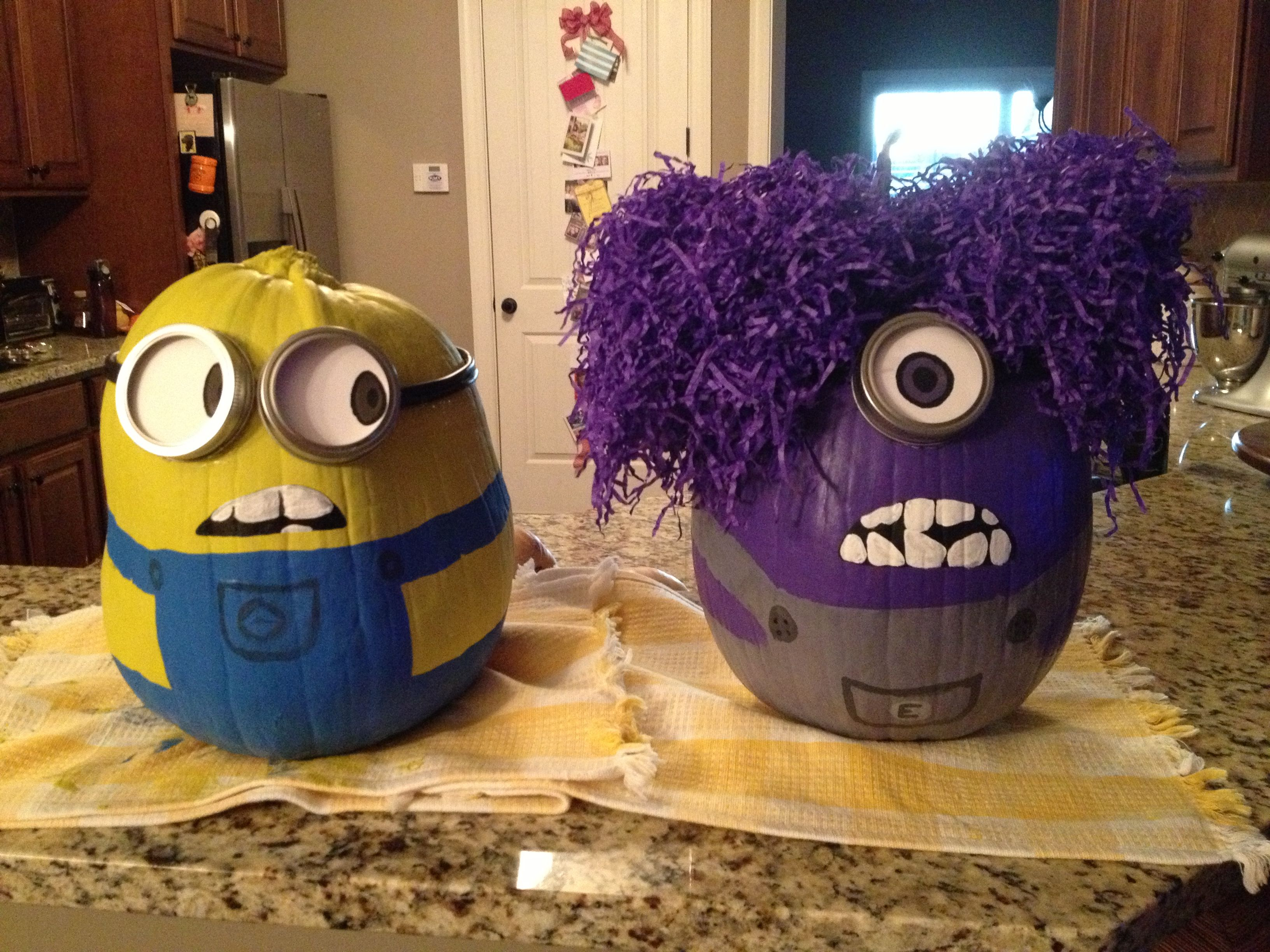 Minion pumpkins - good vs. evil Halloween entertaining, Pump