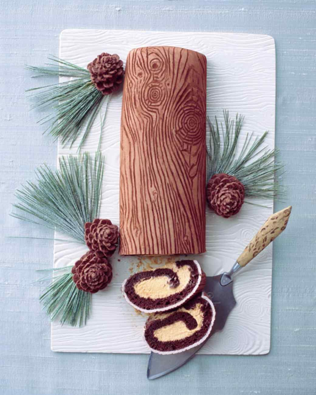How to make a christmas yule log decoration - Christmas Cake Decorations That Will Dazzle And Delight