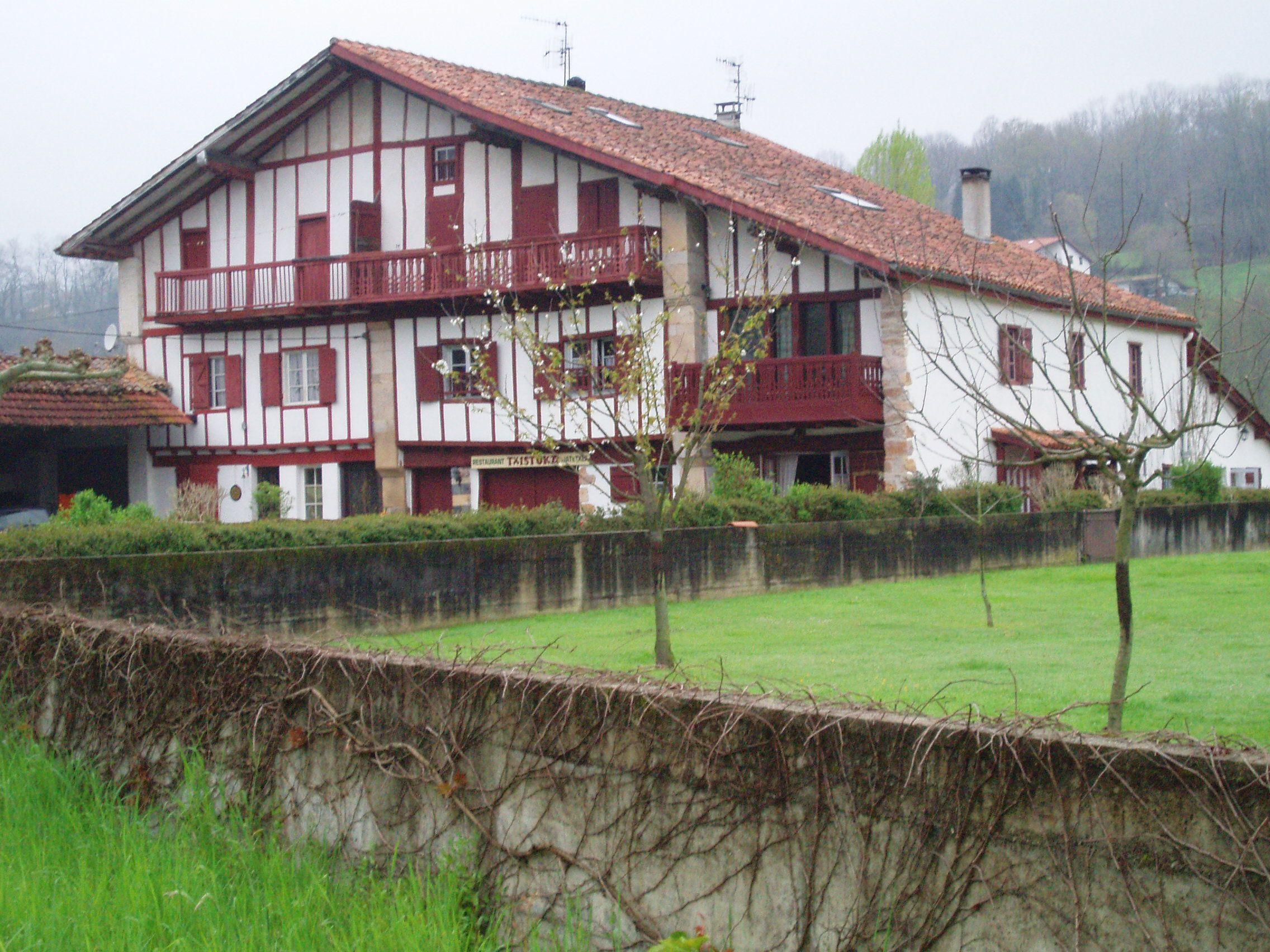 une ferme basque pays basque francais et espagnol pinterest basque ferme et hossegor. Black Bedroom Furniture Sets. Home Design Ideas