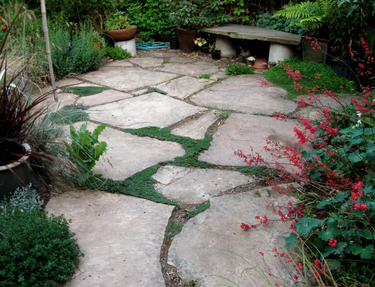 20 best stone patio ideas for your backyard flagstone for Pictures of stone patios