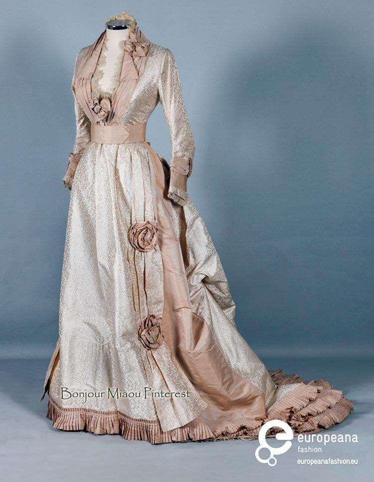 Wedding dress, American, 1870. Silk taffeta brocade. Peloponnesian ...