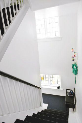 Un Appartement Danois Clair Et Coloré Escalier Noir Et
