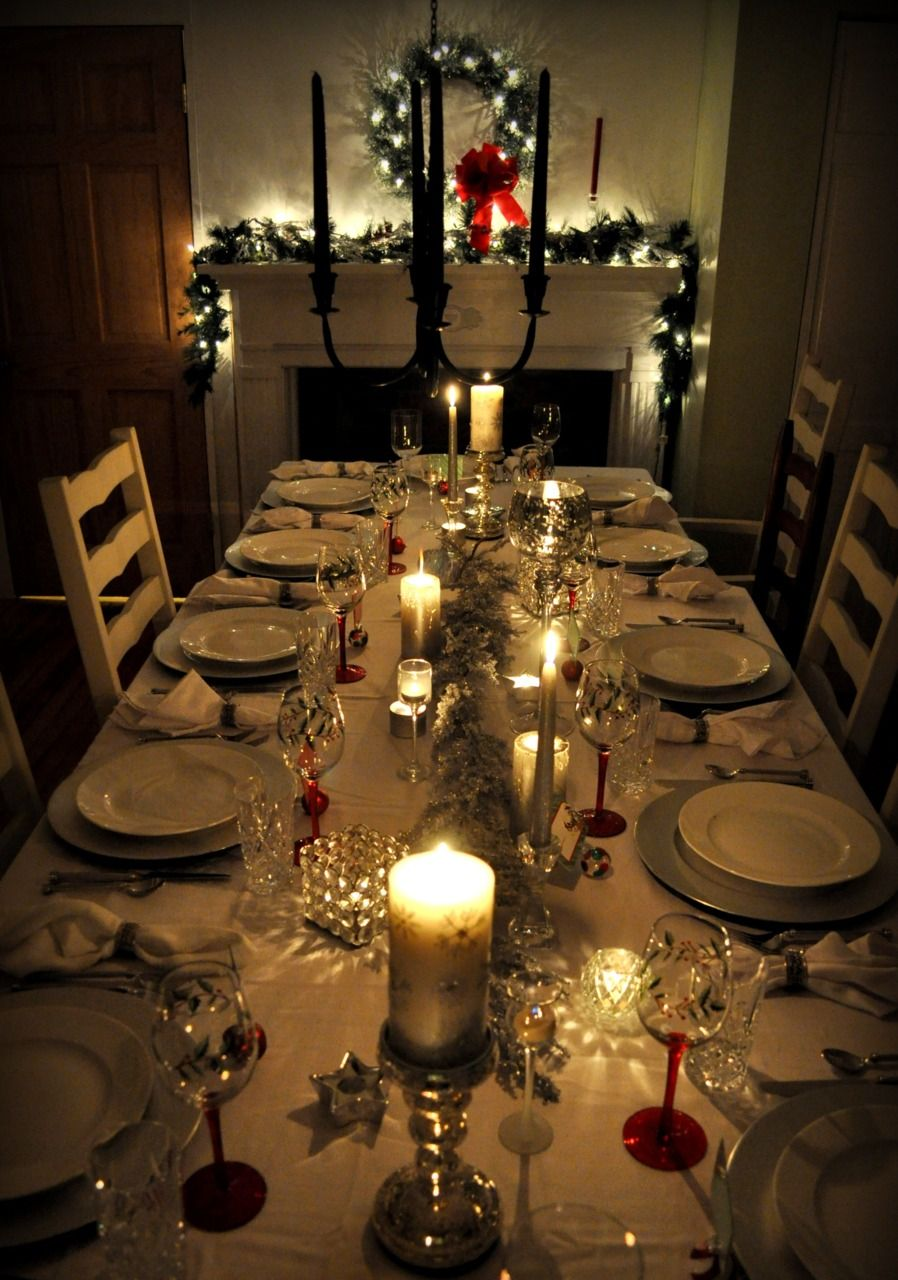 Perfect For A Classic Christmas Eve Dinner With Family Christmas Dinner Table Dinner Party Table Settings Christmas Decorations Dinner Table