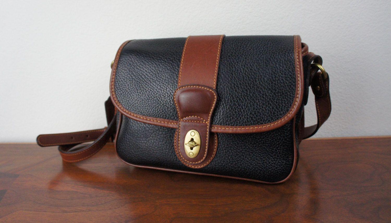 b9075b820dd5 Vintage Coach Sheridan Messenger Cross body Bag