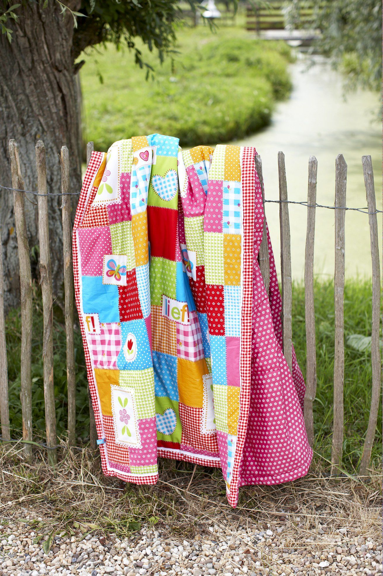 quilt lief lifestyle   Quilts, Girl's room, Lifestyle