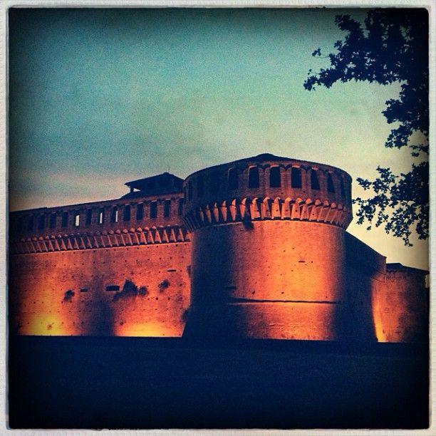 La rocca di Imola all'imbrunire - Instagram by gatta_mirta