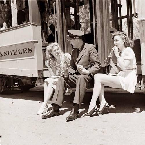 ladies visiting soldiers--l'esprit swing's
