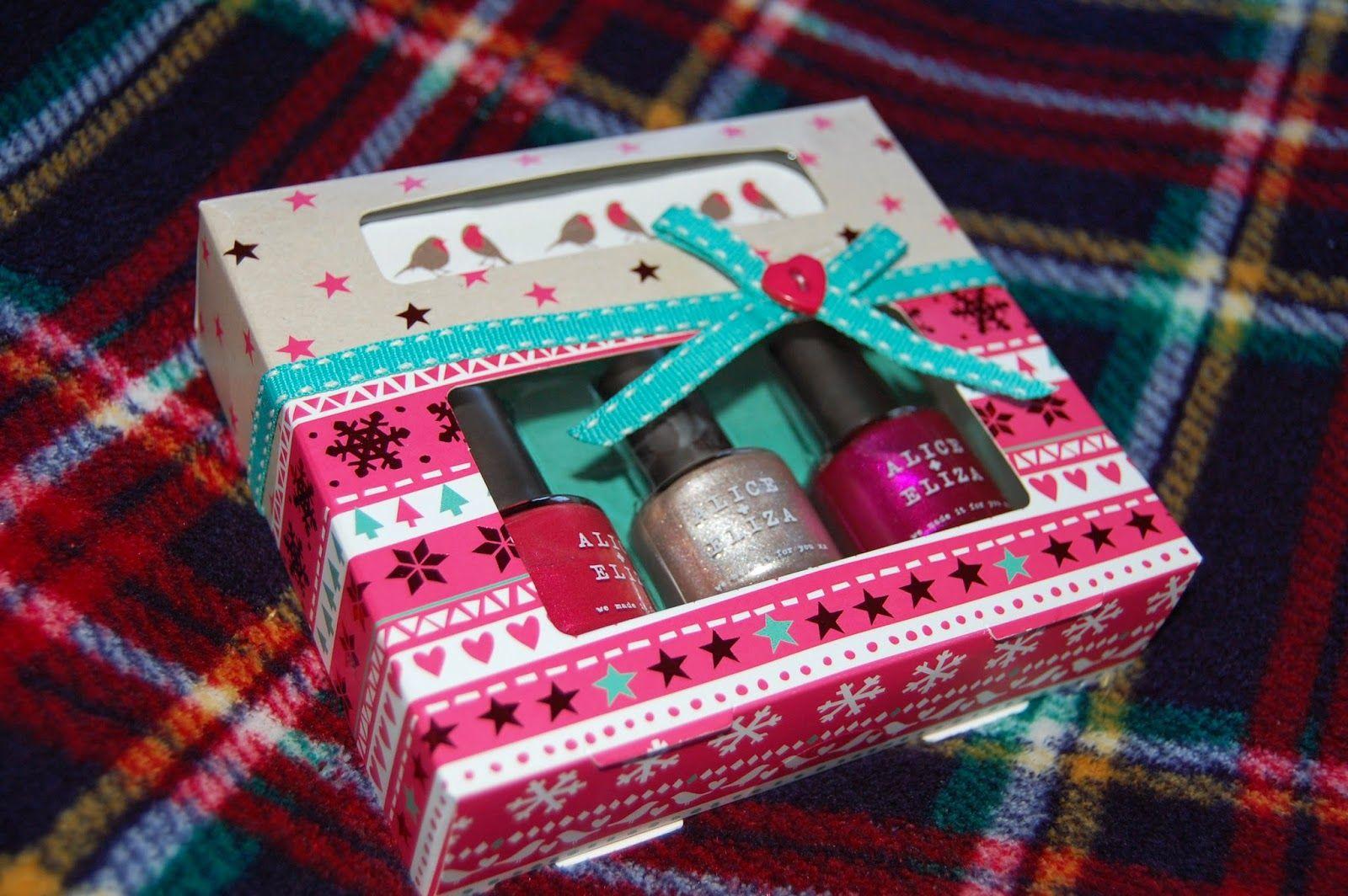 Marks+and+Spencer+Christmas+nail+polish+set.JPG (1600×1064