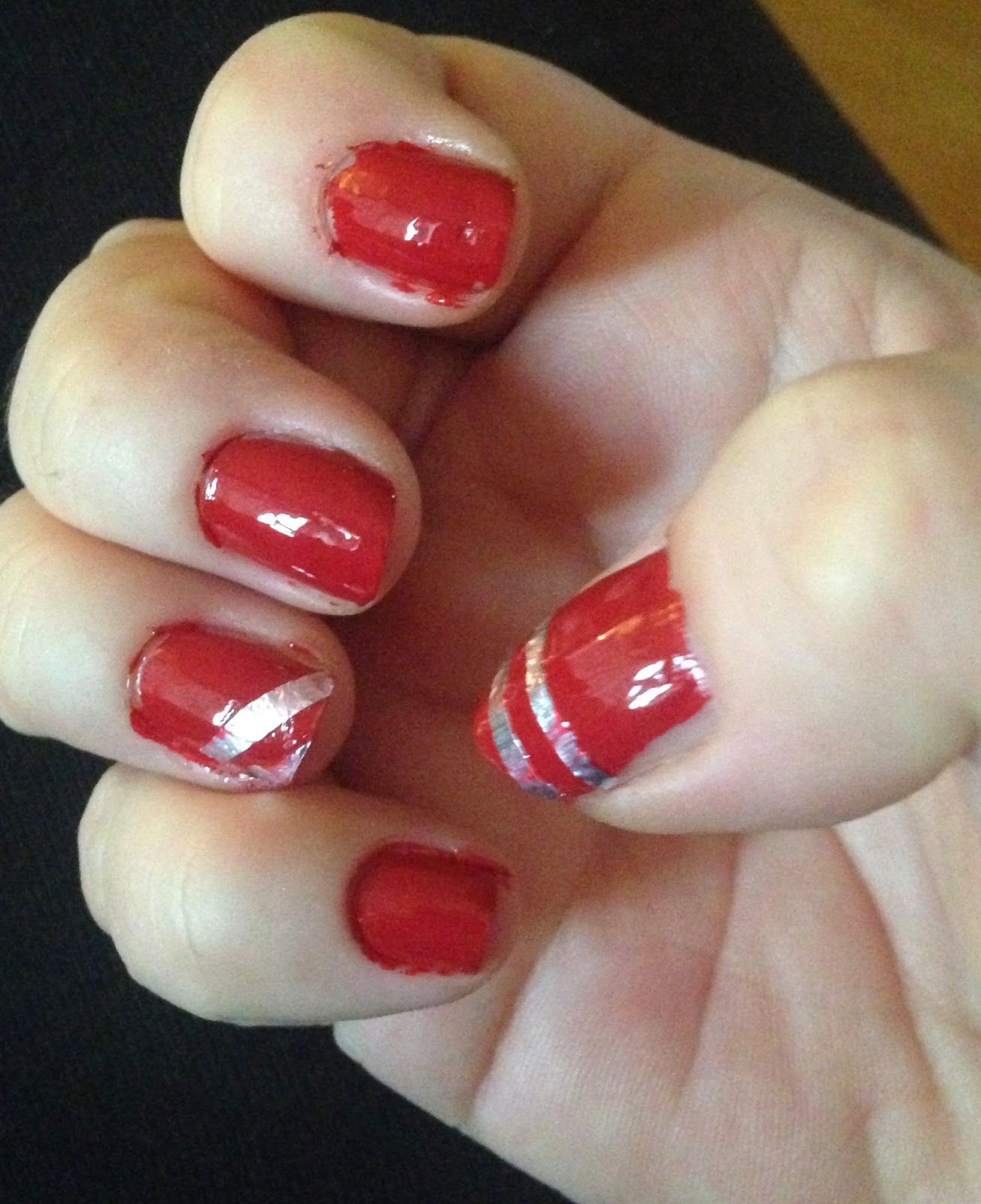 Aluminium Foil Nails This might be the easiest nail design ever! It ...