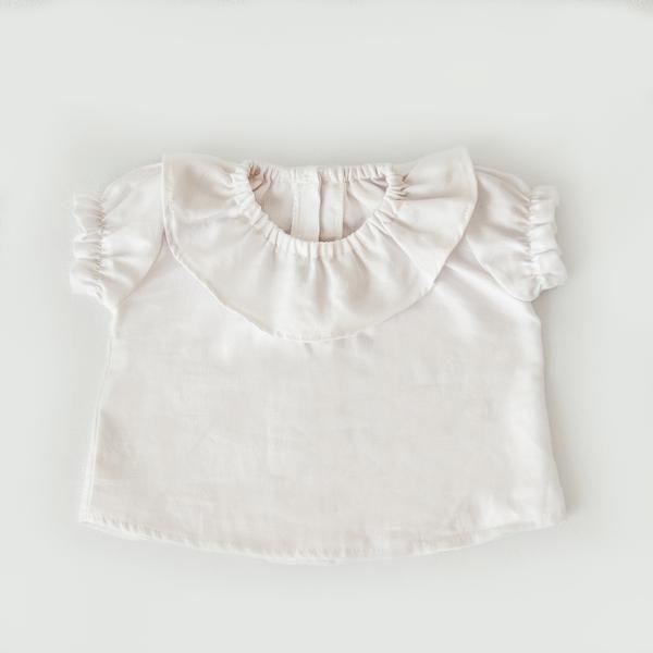 Bata bebê menina com gola de babado e manga bufante em algodão ... 0da098f10aa