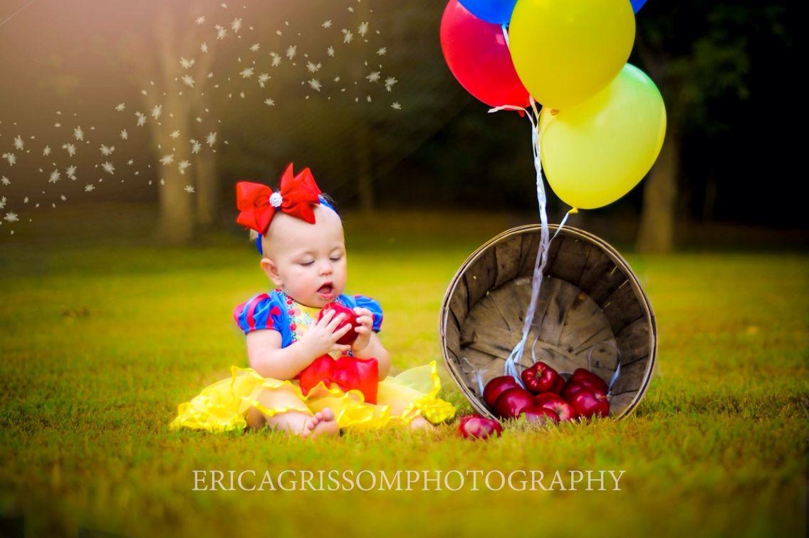 adbfec2aaf3af Snow White photo shoot. Baby girl birthday ideas. First birthday theme.  First birthday session!