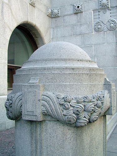 Art Deco pillar – Helsinki