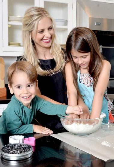 How Sarah Michelle Gellar Celebrates Christmas With Her ...