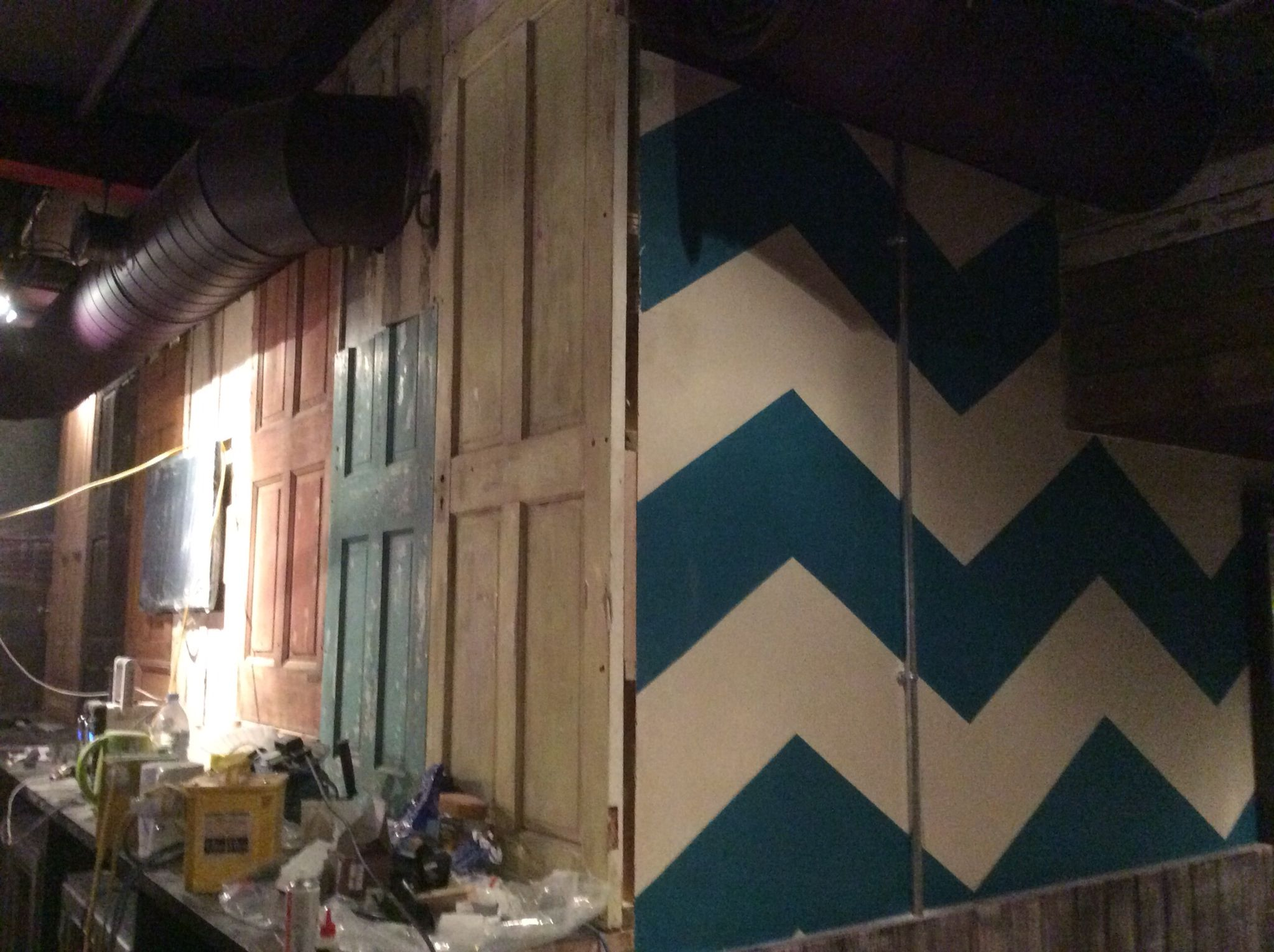 Zigzag Stripe Wall Striped Walls Decorating Services Paint Effects