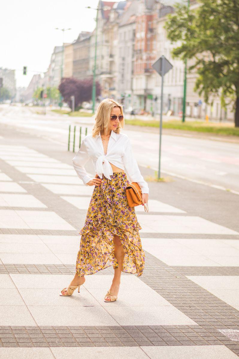 Spodnica W Kwiaty I Biala Koszula In 2020 Fashion Skirts Maxi Skirt