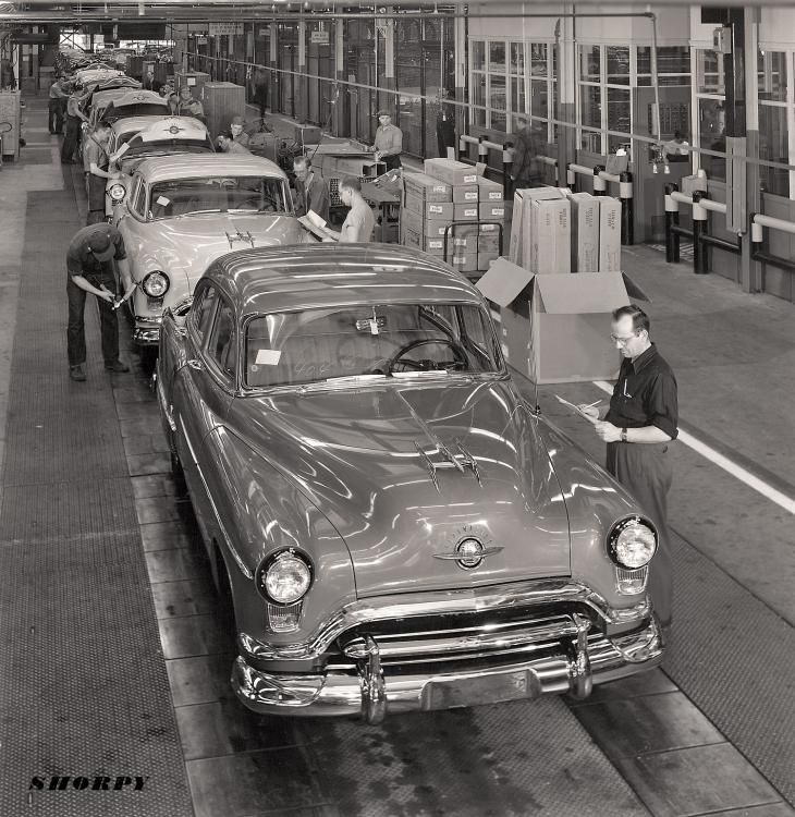 1951 Oldsmobile final assembly.
