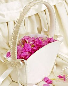 Flower Girl Basket Tote. http://www.bluerainbowdesign.com/WeddingFavorProduct.aspx?ProductID=PR0317111749990aUBFIr482KpBRD98756=WEDDI=GROUP=WBASK=Pinterest