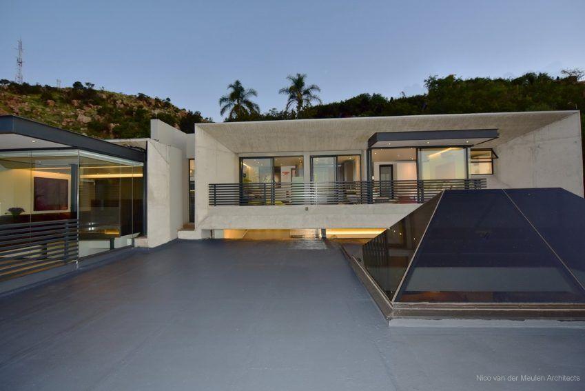 Concrete House Design by Nico van der Meulen Architects