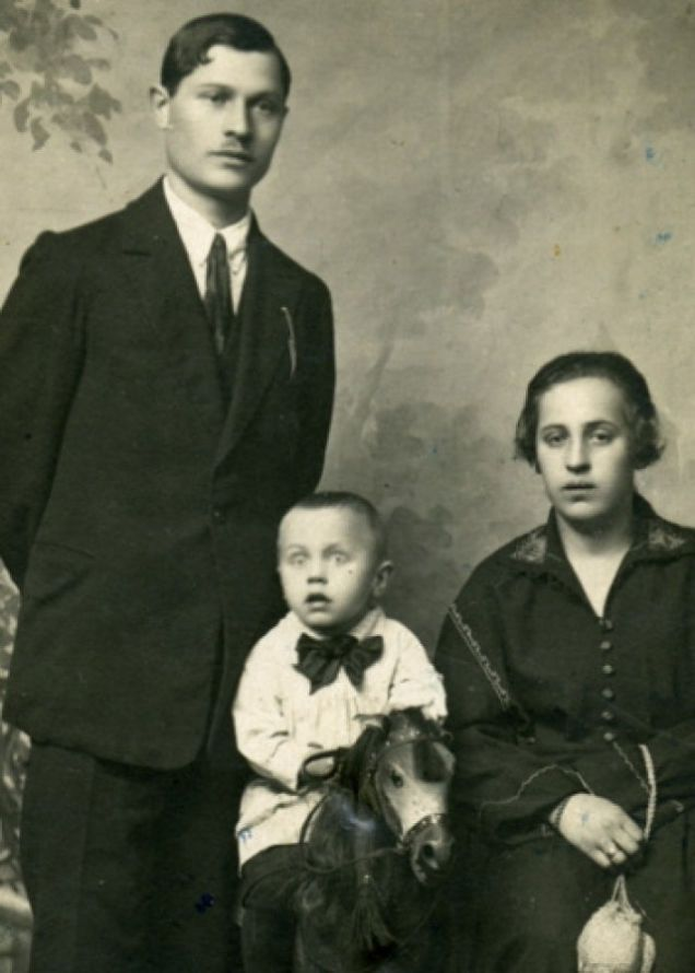 Victorian Post Mortem Photos With The Whole Family