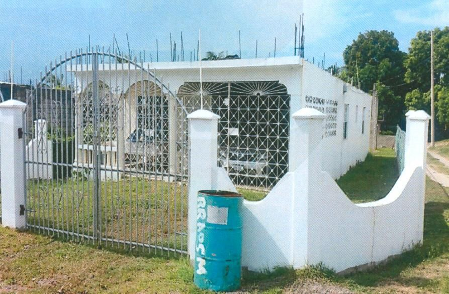 Nht House On Auction Public Auction On Property In Clarendon Biznizout Com Cheap Houses For Sale Sale House Foreclosed Homes For Sale