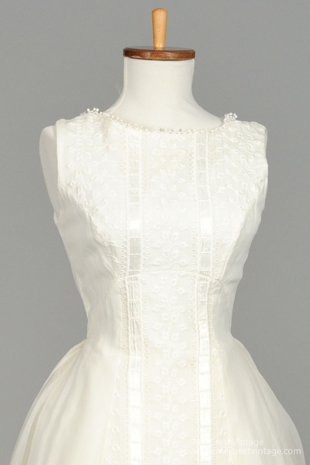 1960 wedding dresses   Embroidered Vintage Wedding Gown  Vintage weddings Gowns and