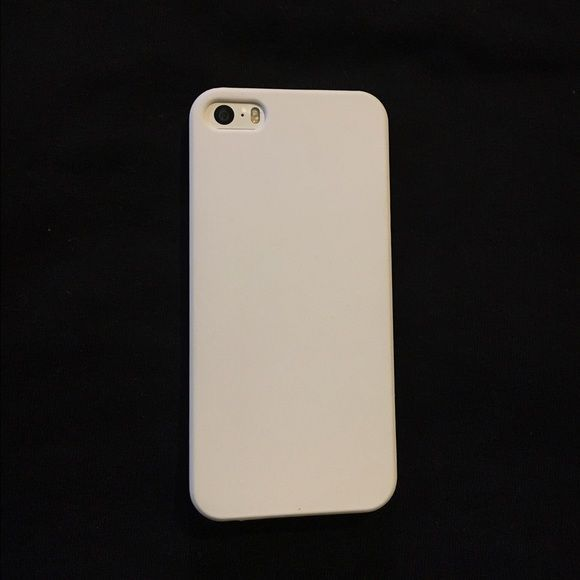new style a2ebb fb67f iPhone Case Plain white iPhone 5 case! Never used! Accessories Phone ...