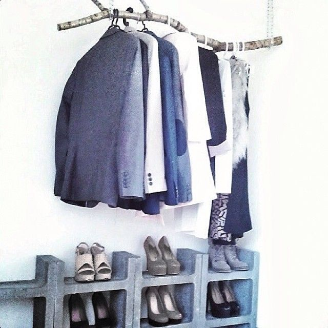 Smart idé til sko opbevaring Wardrobe http://homesick.nu/2014/04/diy-concrete-shoe-rack/