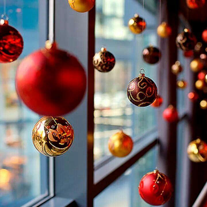 Esferas colgantes navidad deco pinterest for Adornos de navidad para oficina