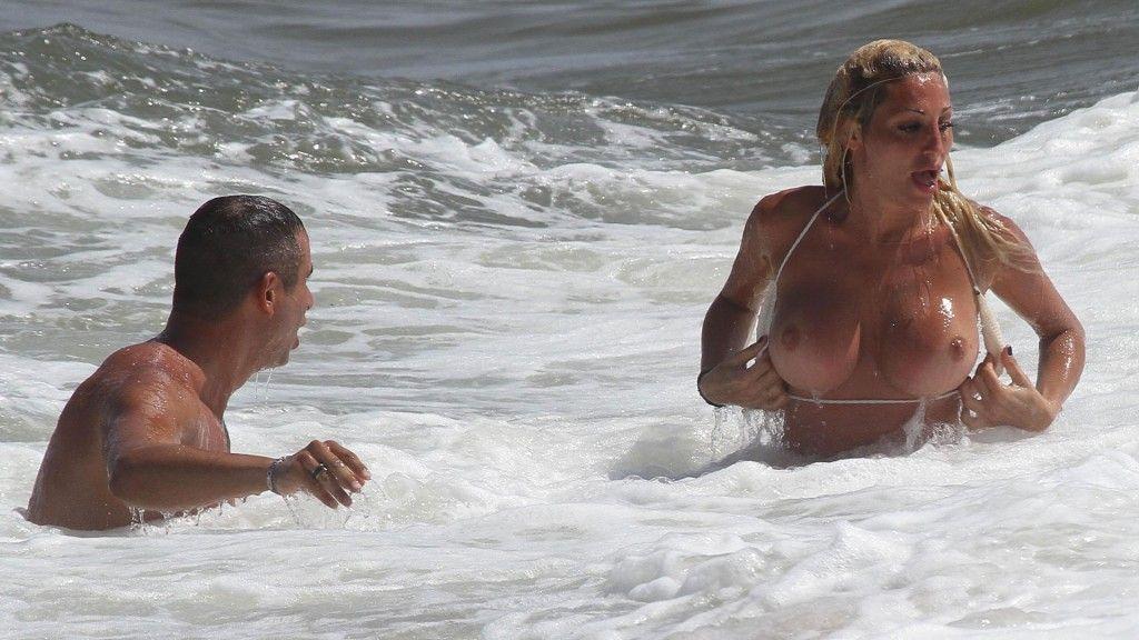 image Sexo en la playa con una joven tetona