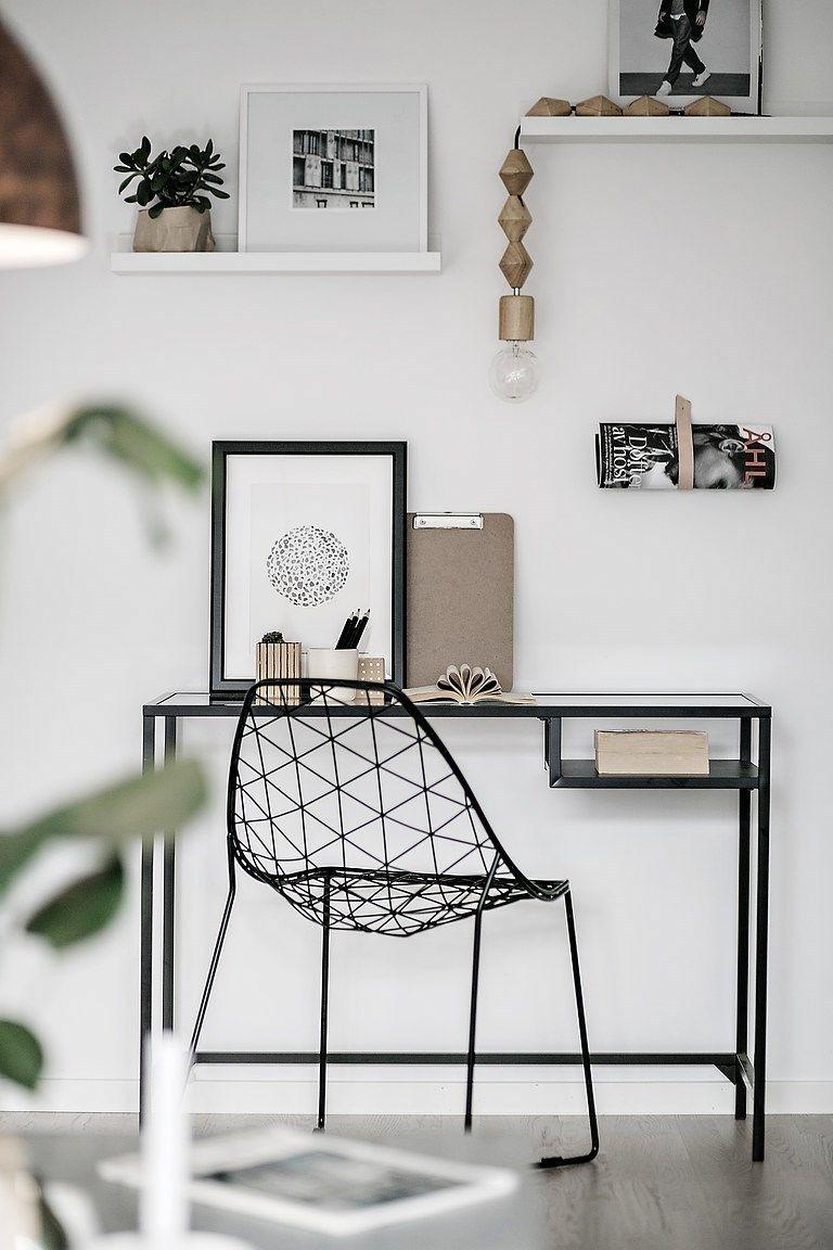 Bien-aimé Un coin bureau dans un salon déco minimaliste et scandinave en  RG43