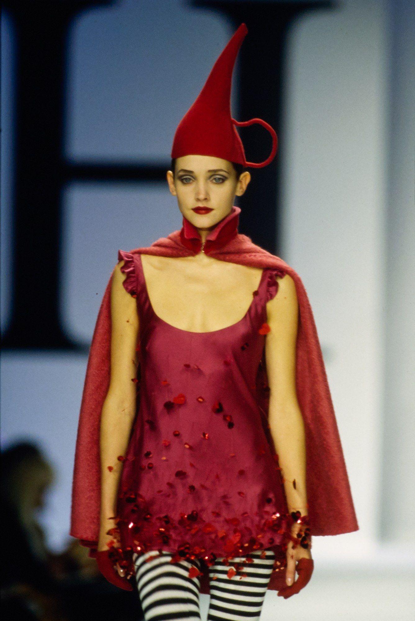 Moschino Fall 2000 ReadytoWear Fashion Show Fashion
