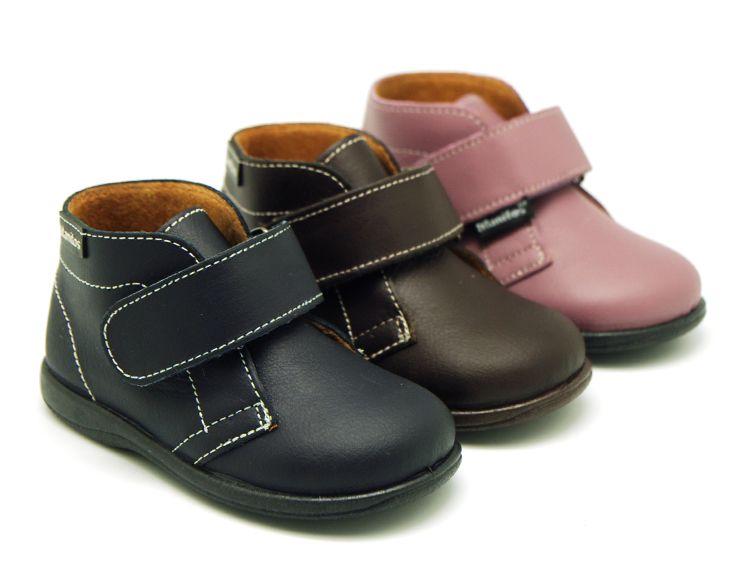 b84249a4 Tienda online de calzado infantil Okaaspain. Calidad al mejor precio  fabricado en España. Bota de piel lavable con velcro.