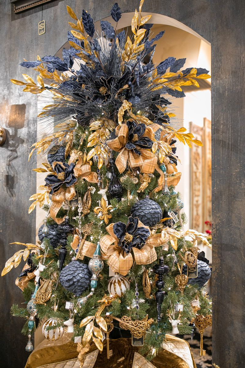 Black and gold xmas tree Linly Designs