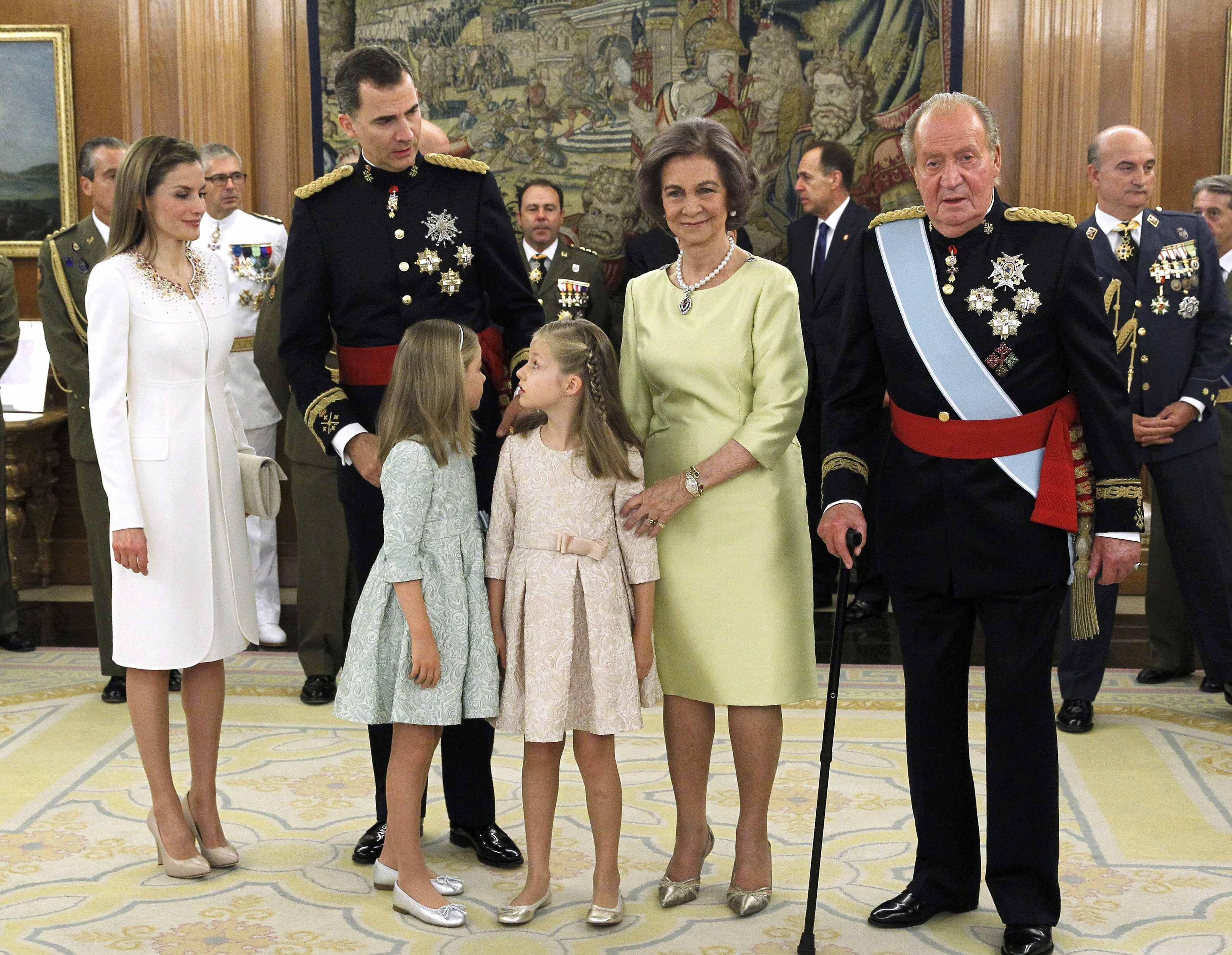 Spain S New King Felipe Vi With His Wife Queen Letizia And Their Daughters Princess Leonor And Queen Letizia Coronation Robes Crown Princess Victoria