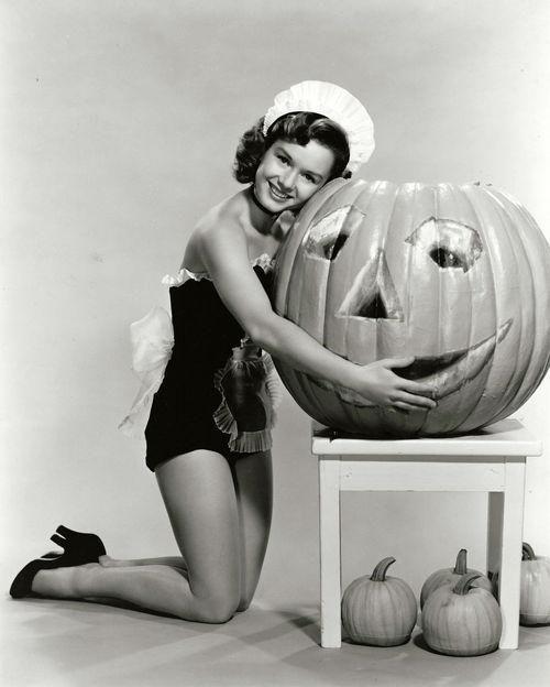 Debbie Reynolds Halloween pinup, 1950. Vintage Halloween ...