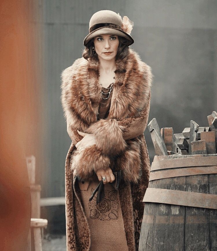 Pin by • ki • on peaky ladies | Peaky blinders costume ...