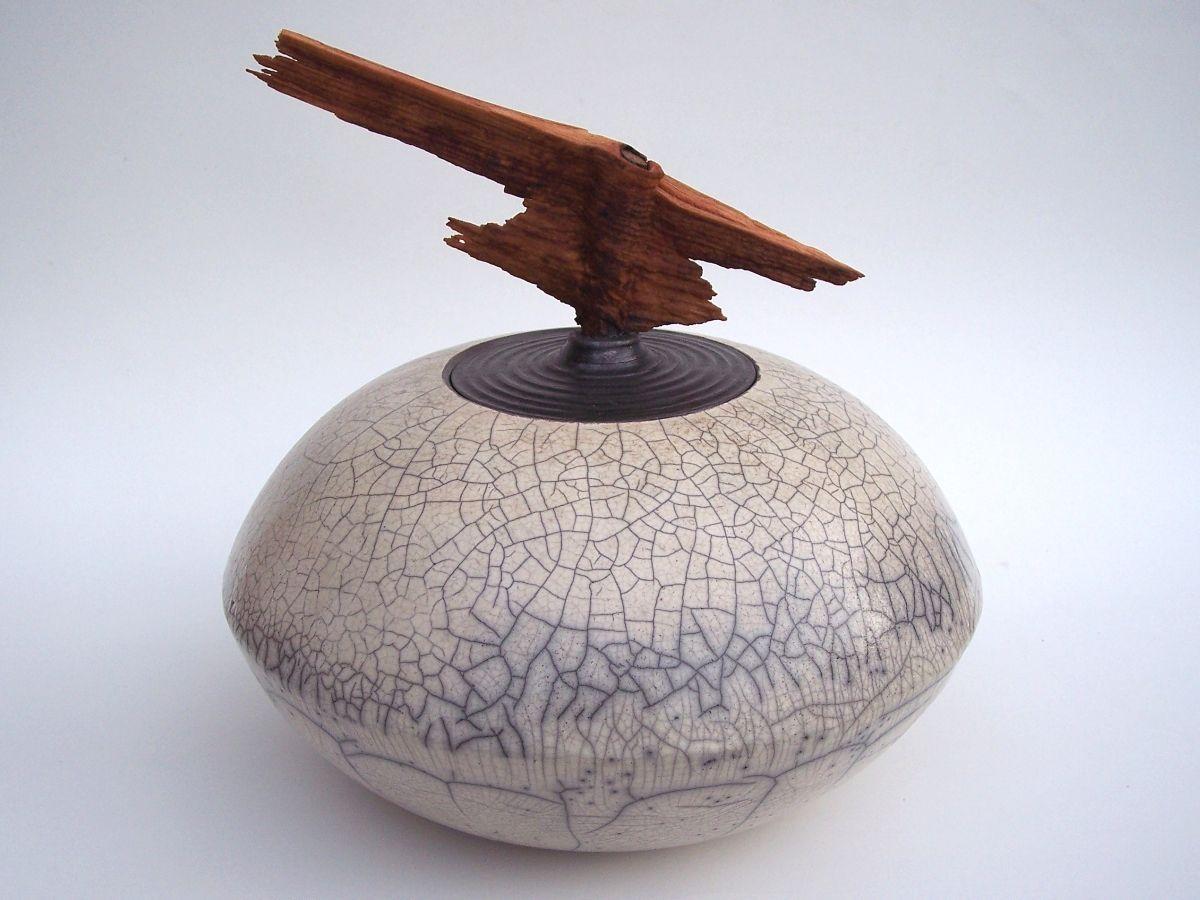 Raku Keramik Dosenobjekt mit Astholz von Hildegard ...