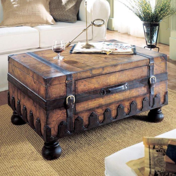 La Table Basse Coffre Une Touche Deco Vintage Qui Va Vous Enchanter Archzine Fr Tables Basses Coffres Coffre En Bois Vieux Coffre