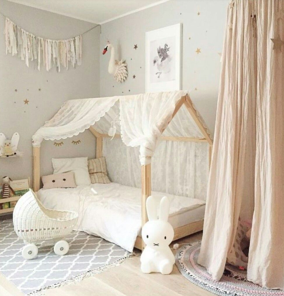 Pin de en montessori bedroom baby pinterest for Cuartos para ninas montessori