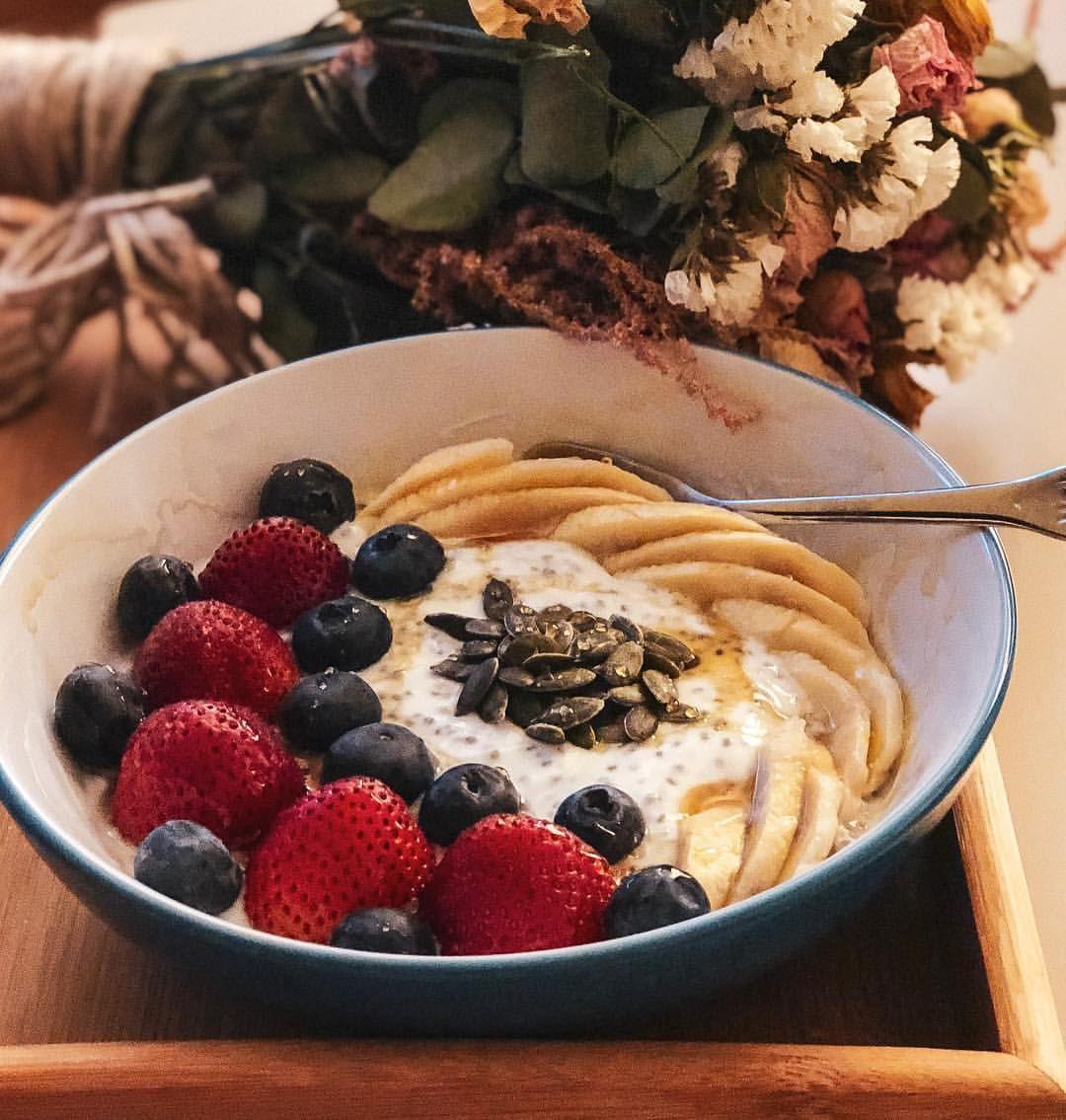 صباح الخير بداية جديدة بعد شهر رمضان و عطلة العيد كافي بقلاوة و كنافة يلا نرجع للأكل الصحي و للوزن الطبيعي مهما حاولت أقنع Food Recipes Breakfast