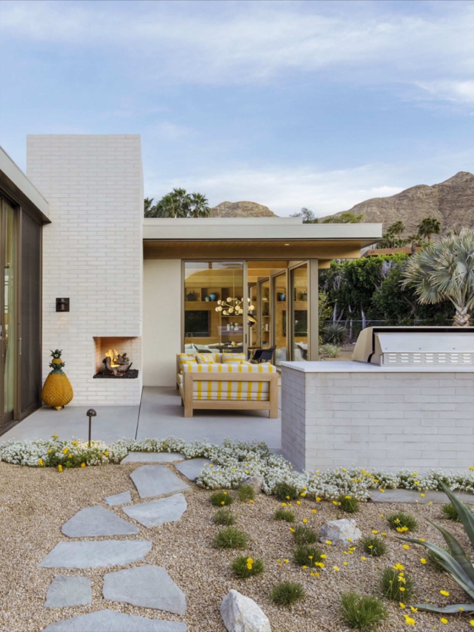 Terrace At Thunderbird Heights Residence Near Palm Springs Residences Flagstone Pathway Mid Century Modern House