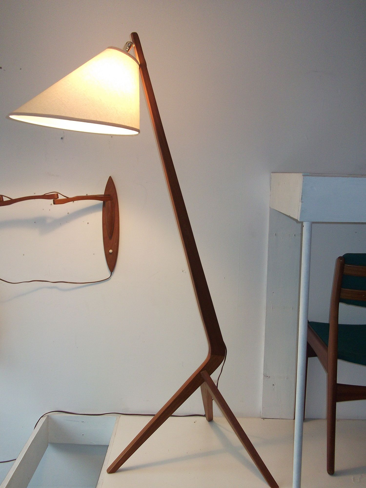 Great Extraordinary Mid Century Modern Teak 3 Legged Floor Lamp   Incredible  Design   Like A